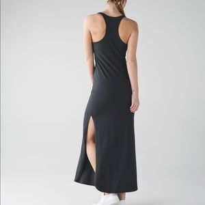 Lululemon Refresh Maxi Dres II in charcoal